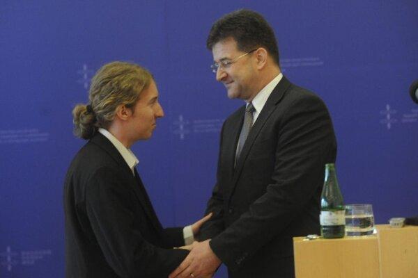 Matej Valuch (l) and Foreign Affairs Minister Miroslav Lajčák