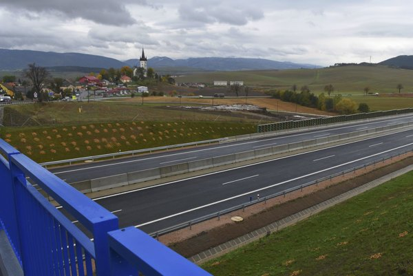 The new stretch of the D1 opened close to Levoča.
