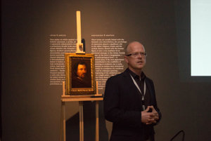 Chief curator of the colelciton of ancient art of the Slovak Naitonal Gallery Dušan Buran during his lecture on new acquisitions.
