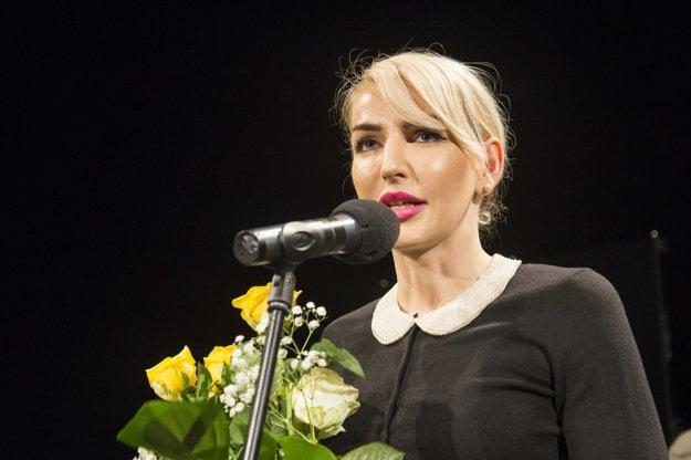 Sláva Daubnerová receives the Stduent Jury Award at New Drama 2016 festival.