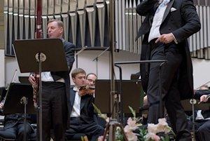 Men at work (E. Villaume with Roman Mesina on oboe)