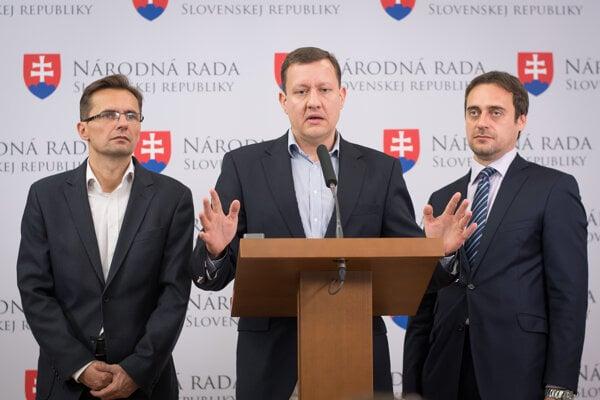(l-r): Ľubomír Galko (SaS), Daniel Lipšic (OĽaNO-NOVA), Jozef Rajtár (SaS)