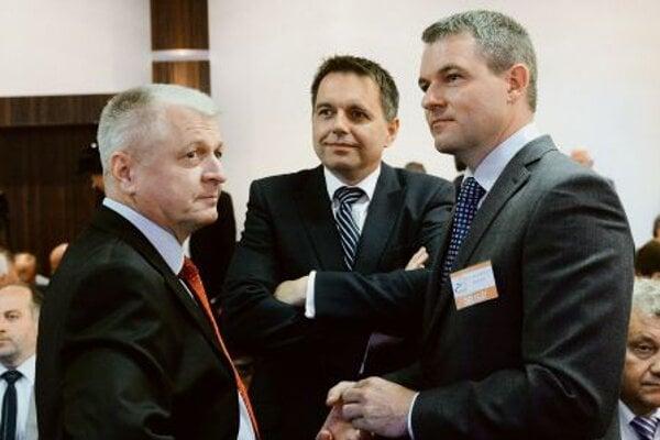 Pavol Pavlis (L)with his successor, Peter Kažimír (C)