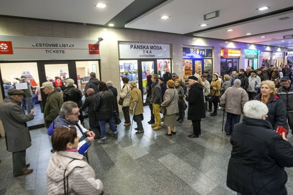 Dozens of pensioners were waiting to get their SeniorPas card last November.