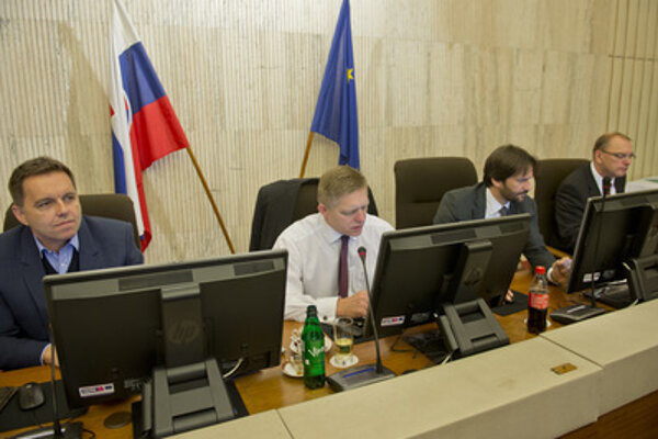 Extraordinary governmental session (Finance Minister Peetr Kažimír, Prime Minister Robert Fico, Interior Minister Robert Kalinak, Deputy PM for Investments Ľubomír Vážny, L-R)