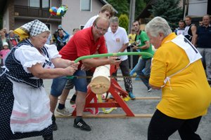 Seventeen pairs overall competed in sawing wood
