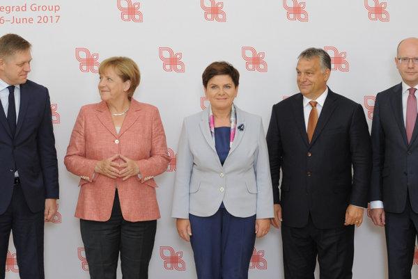Slovakia's Prime Minister Robert Fico, German Chancellor Angela Merkel, Polish Prime Minister Beata Szydlo, Prime Ministers of Hungary, Viktor Orban, and Czech Republic, Bohuslav Sobotka, from left
