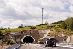 The checking of Svrčinovec-Skalité D3 stretchfound delay of six months.