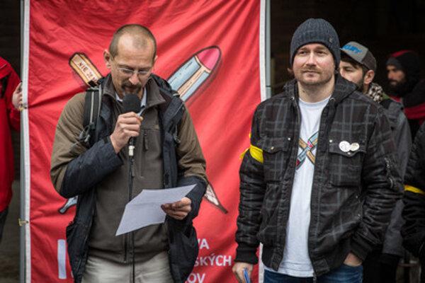 L-R: Head of ISU Branislav Kočan and vice-president of the Slovak Chamber of Teachers Vladimír Crmoman during the march on October 19, 2016.