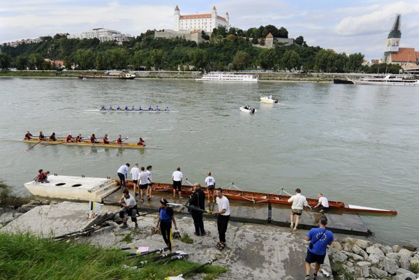 Students want to return recreational rowing on the Danube River.