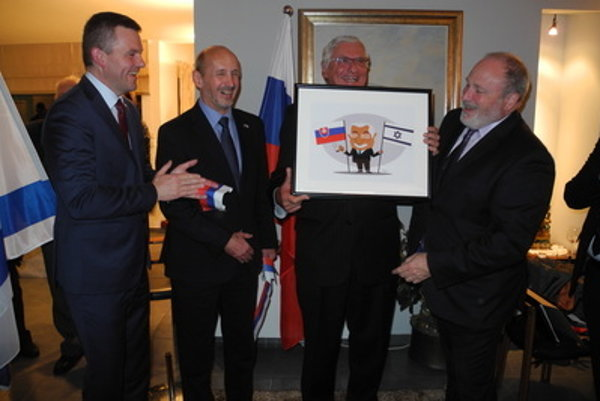 L-R: Slovak Vice-PM Peter Pellegrini, Slovak Ambassador to Israel Peter Hulényi, Slovak honorary consul Josef Pickel and head of state protocol of Slovak Foreign Ministry in Israel, Meron Reuben.