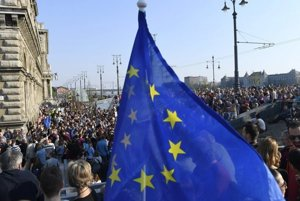 Hungarian and foreign students took to the streets of Budapest to support CEU.