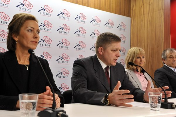 """Oľga Algayerová (L) was the foreign minister of the """"shadow cabinet"""" presented in 2011 by the chairman of (then opposition) Smer party, Robert Fico (2L)."""