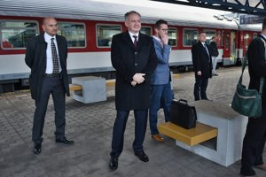 Kiska travels to Bratislava by train.