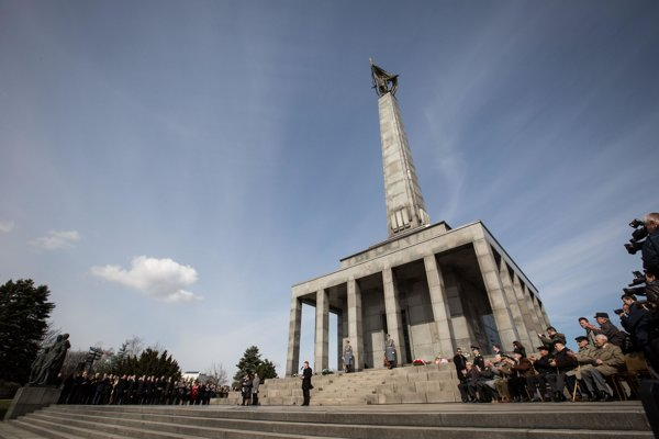Commemorations at the Slavín War Memorial.
