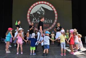 Lúčnica dance workshop for children was also part of the Bear Days / Medvedie Dni in High Tatras.