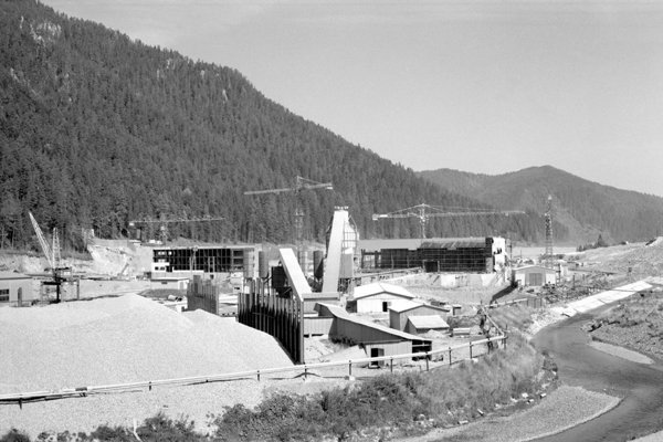 Building the Čierny Váh hydro-power plant.