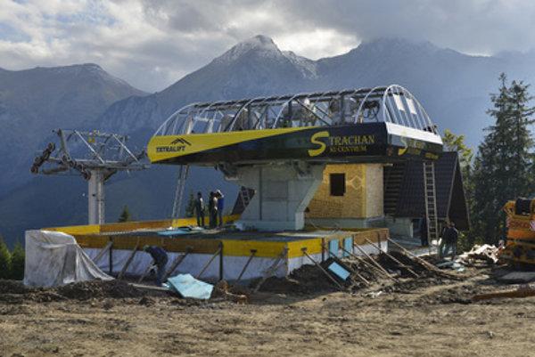 Strachan Ski Centrum prepares a new ski lift.