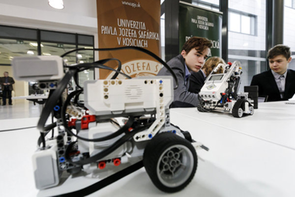 Robotic team TALENTUM from Košice at the presenattion of IT Academy project, Novemebr 13.