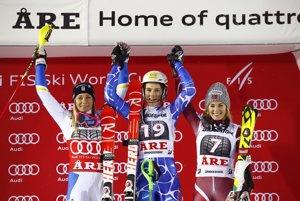 Winning skiers Petra Vlhová (C), second Frida Hansdotter (L) form Sweden and third Nina Löseth.