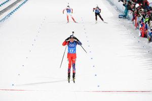 Ivona Fialková of Slovakia crosses the finish line.