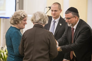 Two daughters of Jozef Krajčovič and his wife Anna taking an honour for their parents who helped Jews during World War 2 from Zvi Aviner Vapni, the Ambassador of the State of Israel