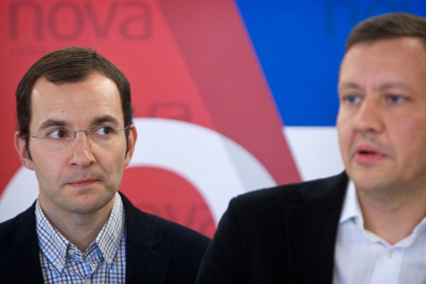 Robert Žitňanský (L) with NOVA co-foudner Daniel Lipšic.