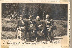 Imrich Matyáš (r) met with German publicist and lawyer Kurt Hiller (second r) in Ľubochňa in 1935.