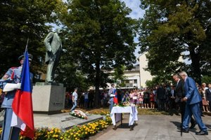 Czech and Slovak presidents laid wreaths July 29 at T.G. Masaryk's monument in Hodonín.