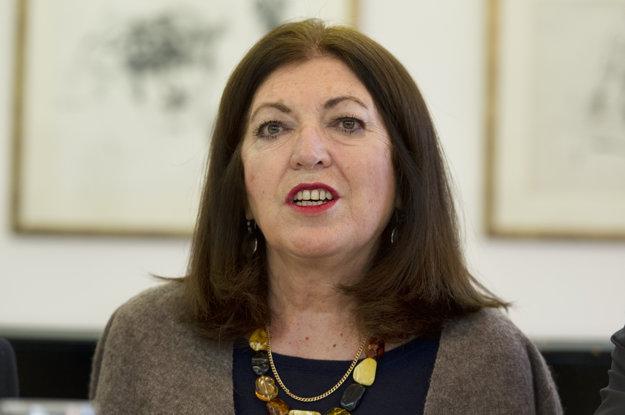Curator Lila Szabó