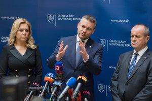 l-r: Interior Minister Denisa Saková, PM Peter Pellegrini and Defence Minister Peter Gajdoš