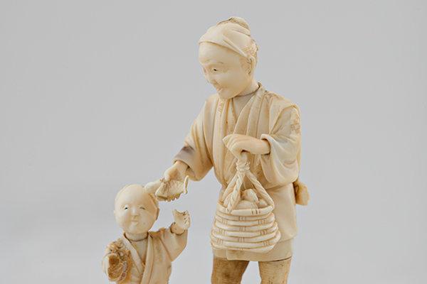 Tiny Okimono depicting a fisherman with a boy