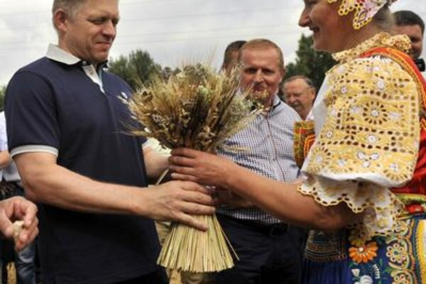 Prime Minister Robert Fico is present at a harvest check in Madunice village.