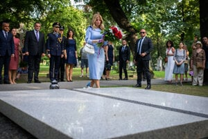Laying flowers on the grave of the first Slovak president Michal Kováč.