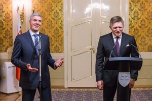 Béla Bugár and Robert Fico share a laugh as they announce they are ready to work together.