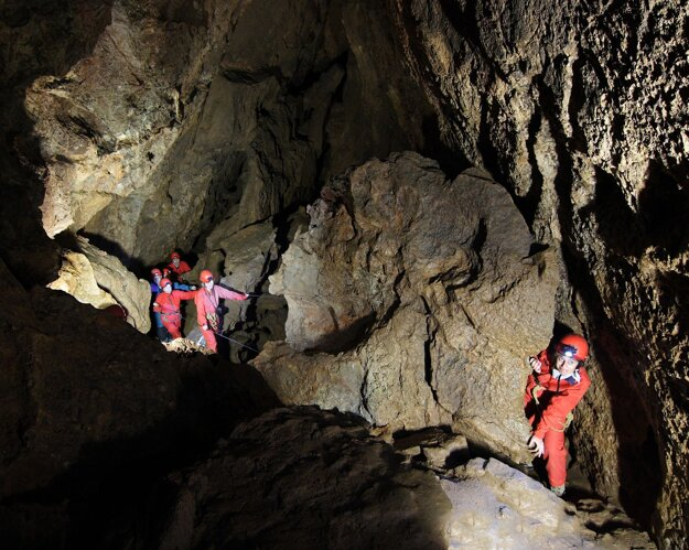 Visitors discovering the Krásnohorská jaskyňa cave.