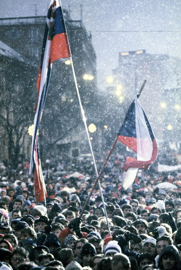 December 9, 1989 in Bratislava.  Emigrants like the secretary general of the World Congress of Slovaks, Dušan Tóth, Czech singer Karel Kryl and mime Milan Sládek attended.