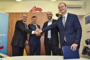 Andrej Kiska (Za ľudí), Alojz Hlina (KDH), Michal Truban (PS) and Miroslav Beblavý (Spolu) sign an agrement that the parties will not attack each other before the 2020 elections on November 11, 2019
