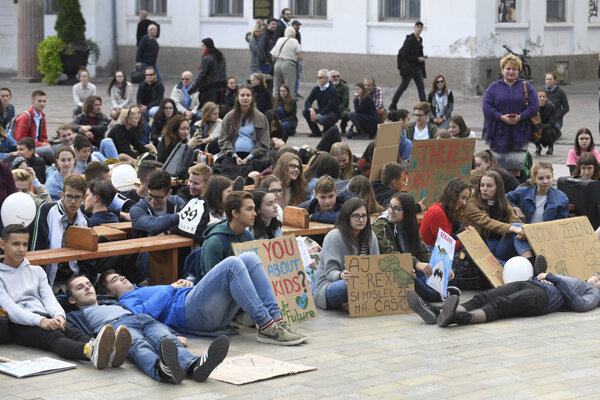 Students skip their classes and come to the Košice promenade to take part in the Fridays for Future protest on September 20, 2019.