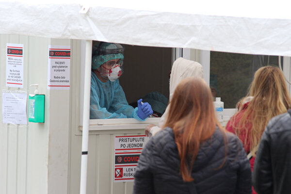 Patients waiting in front of the University Hospital Bratislava to be tested.
