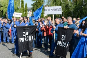 Gathering of Employees of SES Tlmače for keeping the employment.