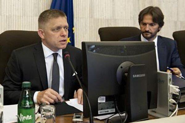 Slovak PM Robert Fico (l) and Interior Minister Robert Kaliňák