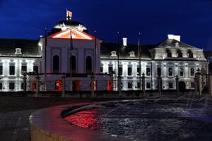 Presidential Palace dressed in Belarusian colours on August 18.