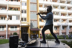During the pandemic, Slovak violinist Filip Jančík played several open-air concerts in residential areas around Slovakia.