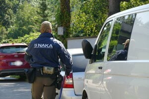The police raided homes of several people linked to the corruption at Žilina courts.
