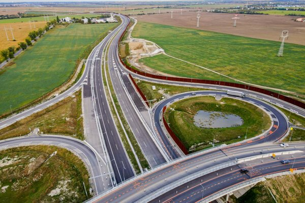 The new 3.5-kilometre stretch of the Bratislava ring road has been open.