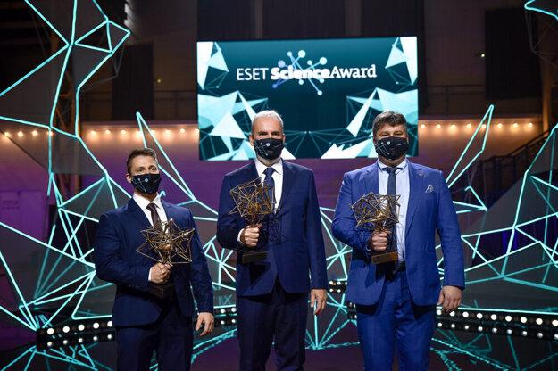 The laureates of the ESET Science Award for 2020 (l-r): Tamás Csanádi, Fedor Šimkovic and Ivan Varga.