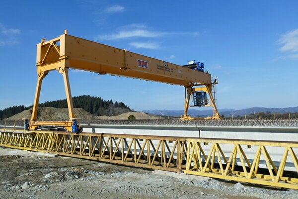 The construction of the D1 highway stretch between Lietavská Lúčka and Dubná Skala in March 2019.