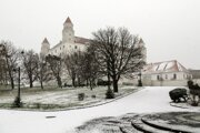 First snow appeared in Bratislava and caused traffic problems