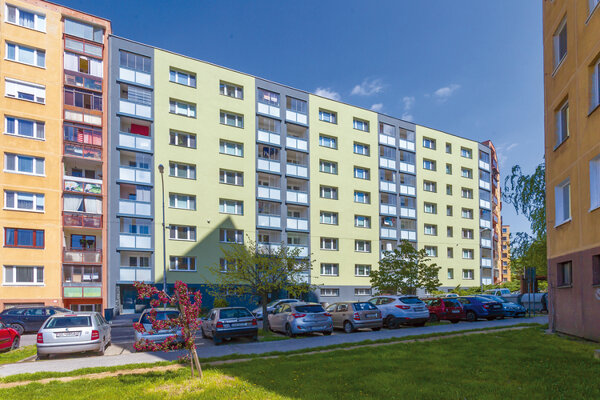 The apartment building in the Bratislava borough of Devínska Nová Ves is a good example of a successfully renovated apartment building.